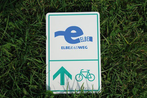 Souvenirschild Elberadweg mit blauem Logo